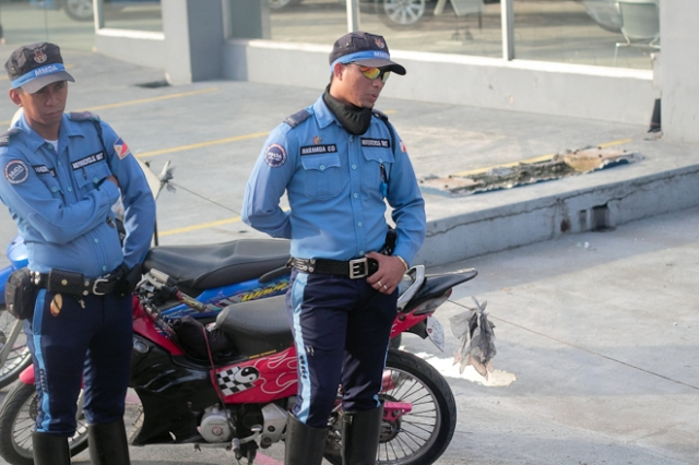 Photo by Brian Dys Sahagun (Keen Eyes) on flickr - MMDA Officers